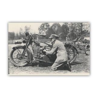 Stanisław Wladyczanski przy motocyklu Harley Davidson